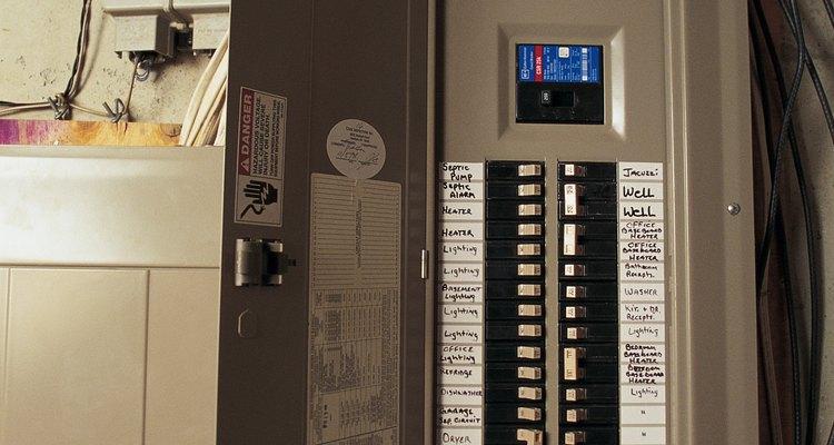 Los hogares con problemas eléctricos pueden tener apagones parciales al azar.