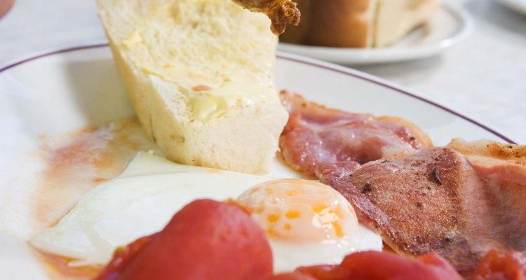 Come longaniza con huevos para el desayuno.