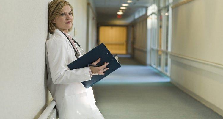 Doctora en el pasillo.