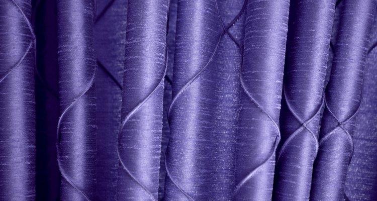Faça o vestido usando um lindo cetim na sua cor favorita