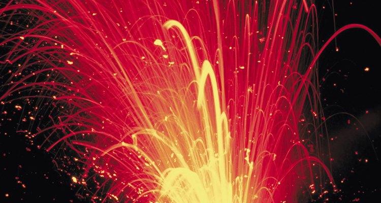 Cuando la presión del magma empuja el conducto del volcán, el resultado es una erupción volcánica explosiva y violenta.