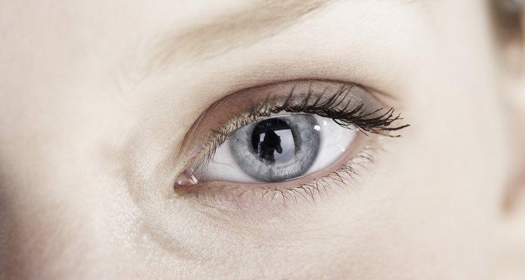 Los ojos cansados parecen ser menos blancos.
