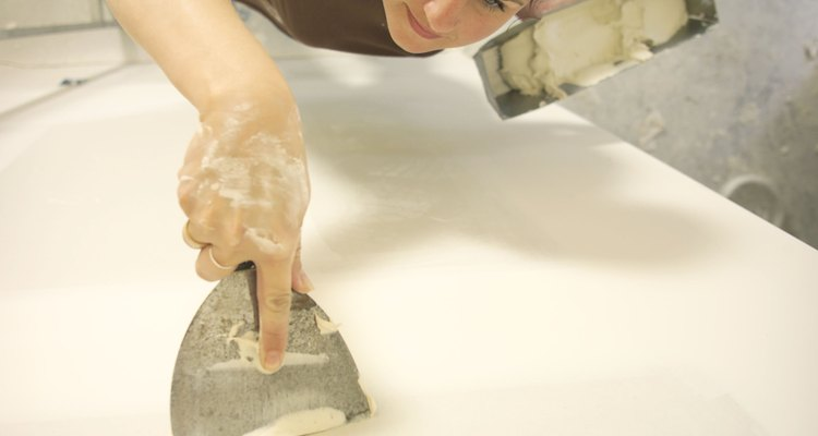 As imperfeições dos painéis de gesso acartonado podem ficar menos visíveis