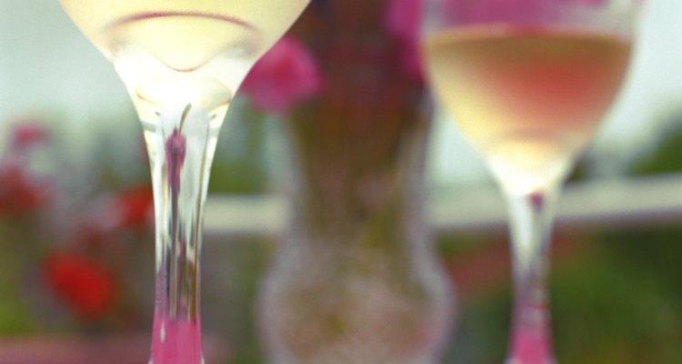 El Kir se prepara con vino blanco.