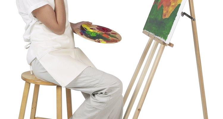 Pinta una larga franja verde sobre el lienzo.