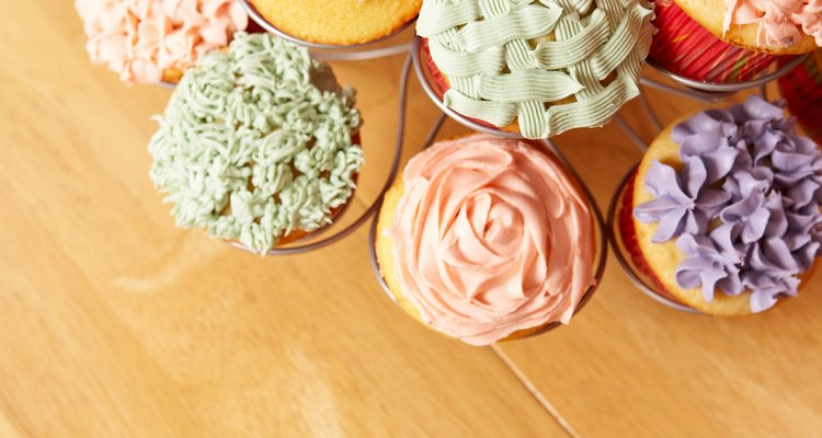 Bakers use cake decorating syringes to decorate or inject filling into cakes or cupcakes.