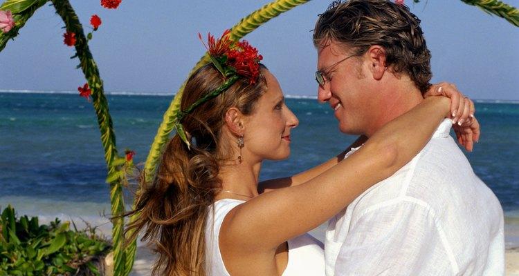 Los arcos de boda te pueden hacer ahorrar dinero y ser elegante.