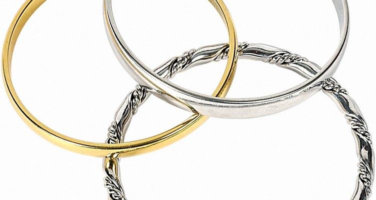 Cada vez mais, as pulseiras magnéticas se parecem joias normais