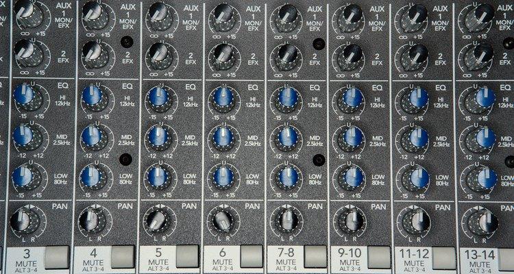 Los ingenieros técnicos de sonido son los responsables de los sonidos que oyes en radio, televisión o en un CD.