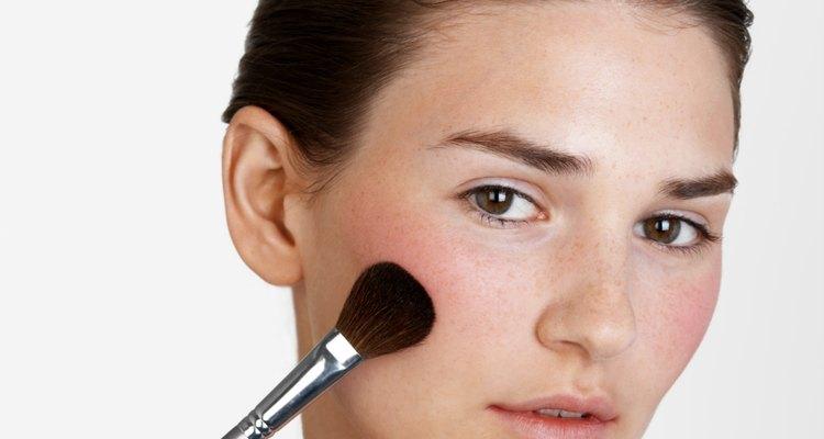 Todos los candidatos para la licencia de cosmetología están obligados a pagar una cuota de presentación para cada solicitud de licencia.