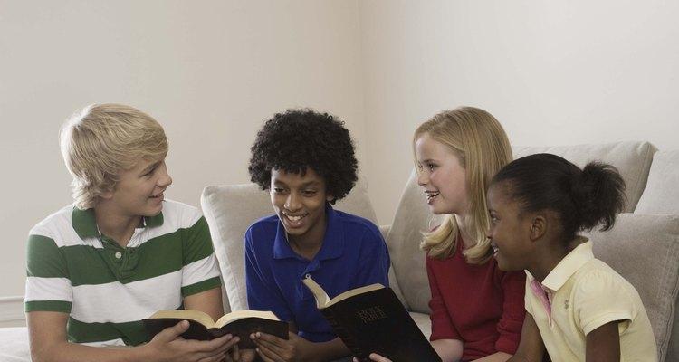 Hacer que los adolescentes se interesen en la Biblia puede resultar un desafío.