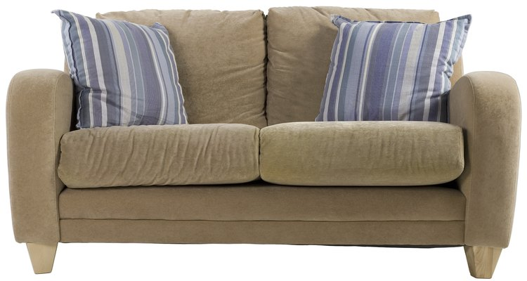 Conserte buracos de queimadura para fazer um sofá parecer tão bom como novo