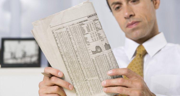 Los analistas financieros usan programas informáticos estadísticos para supervisar las tendencias del mercado de valores.