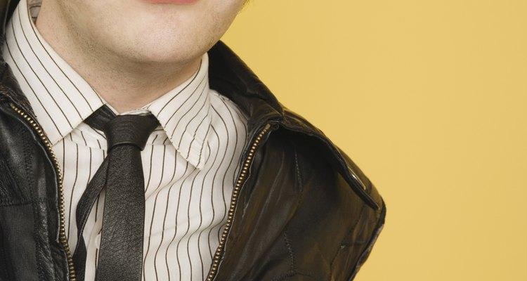 El nuevo estilo de las chaquetas de cuero tiene una apariencia desgastada.