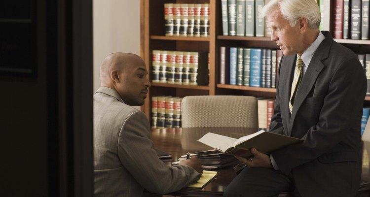 Los abogados siguen los códigos éticos de conducta para ayudarles a tomar decisiones difíciles.