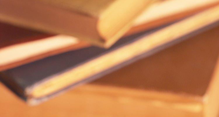 A capa dura protege as páginas de um livro com mais eficiência