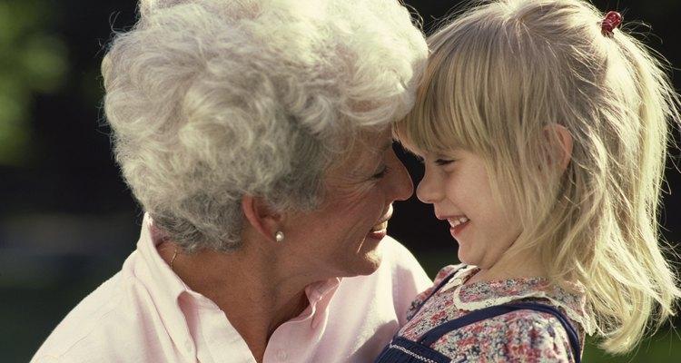 Las abuelas están muy orgullosas de sus familias y les encanta mostrarlas.