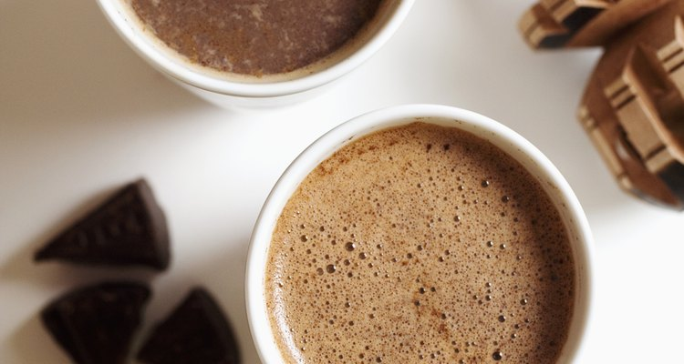 La manteca de cacao es extraída de los granos de cacao para hacer chocolate.