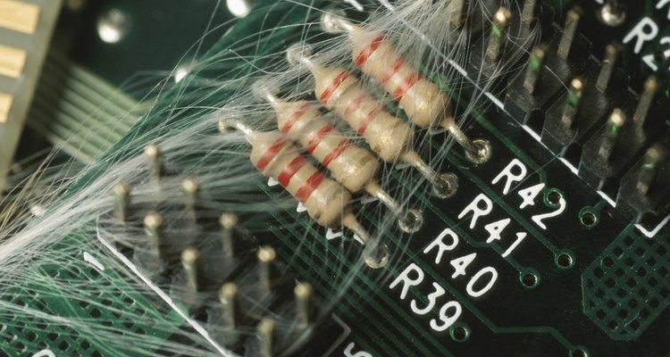 As séries de faixas coloridas nos resistores indicam o seu valor resistivo