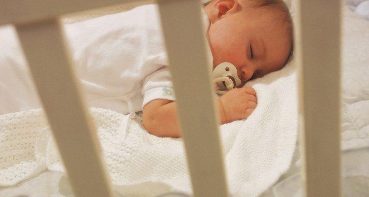 Para alguns bebês, o colchão elevado se assemelha a ser segurado no colo