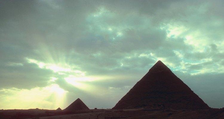 La piedra caliza, que es un gran componente de las antiguas pirámides de Egipto, usualmente contiene calcita.
