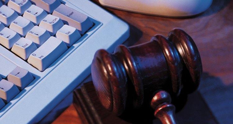 El primer paso en la apelación de una sentencia es la presentación de un recurso de apelación ante el tribunal.
