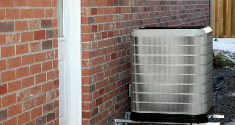 Los aires acondicionados están diseñados para llevar el aire hacia abajo a una temperatura más baja.