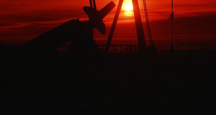 Perfuração de petróleo é um trabalho exigente que requer perseverança e dedicação