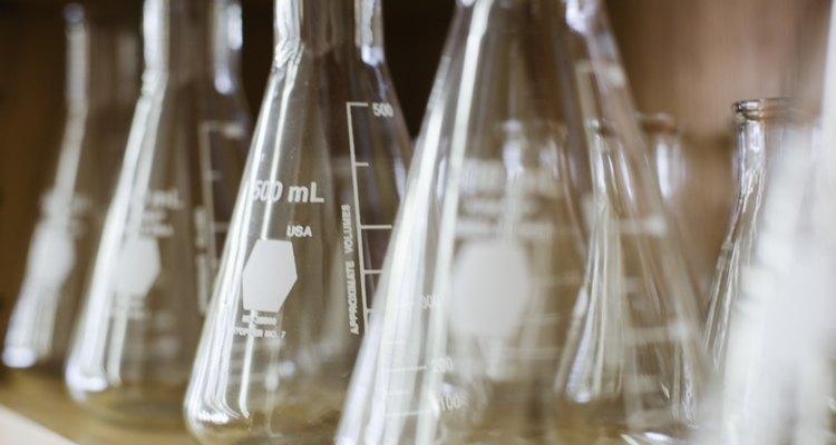 La fórmula molecular es el número exacto de átomos de los diferentes elementos en un compuesto.