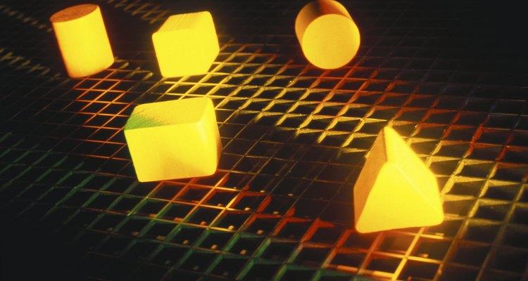 Encuentra el volumen de formas geométricas usando matrices.