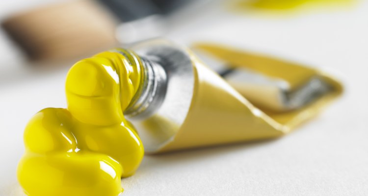 While acrylic and gouache seem similar, there are key differences between these types of paint.