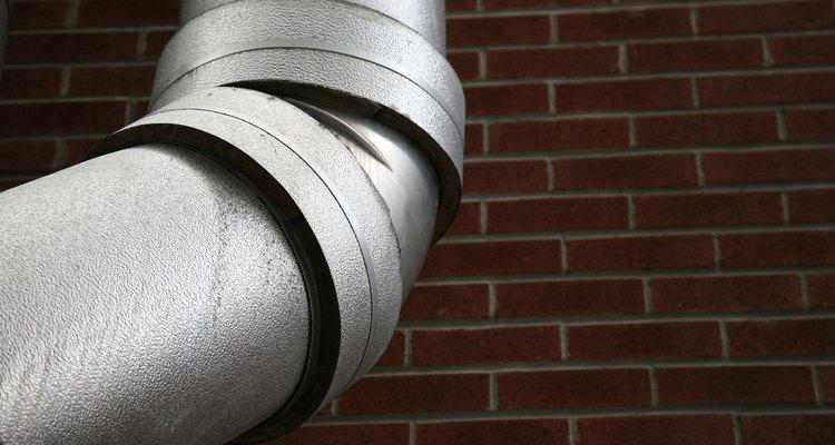 La eliminación de un atasco en una tubería galvanizada no tiene que ser un trabajo de un fontanero profesional.