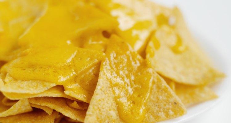 El queso pasteurizado es un excelente aderezo para los nachos.