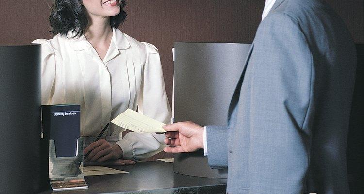 Una personalidad amable y atenta es una ventaja para un cajero.