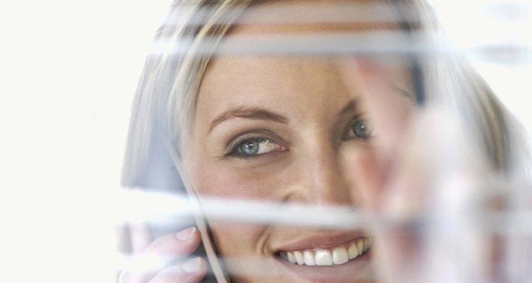 Cierra las persianas para mantener tu privacidad.
