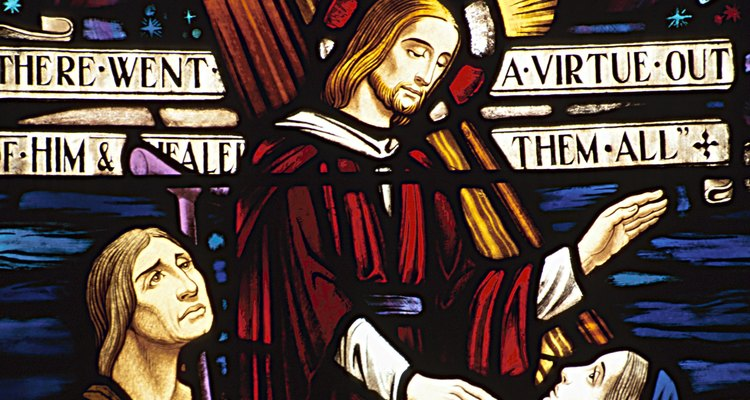 A tradição católica refere-se ao sobrenome Santos como abreviação para o Dia de Todos os Santos