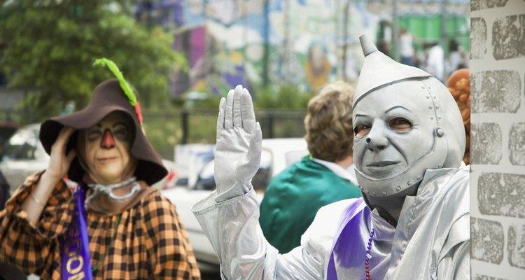 El espantapájaros del Mago de Oz es un buen modelo de maquillaje.