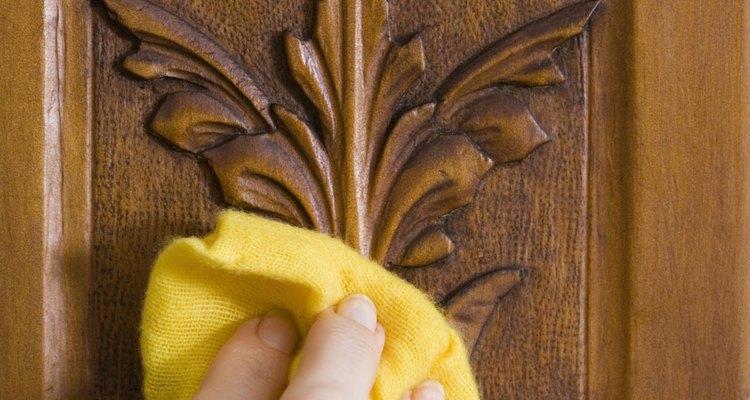 El paño antiestático es también muy útil durante el proceso de reparación de piezas de madera.