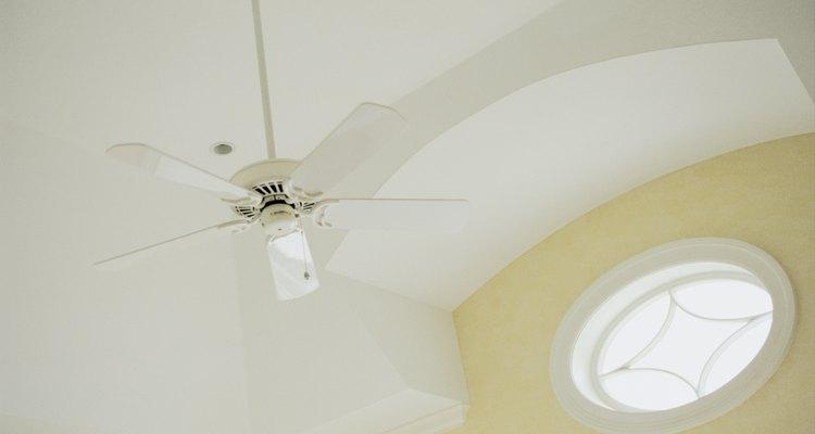 Para que o funcionamento seja perfeito, ventilador e controle remoto têm que estar na mesma frequência