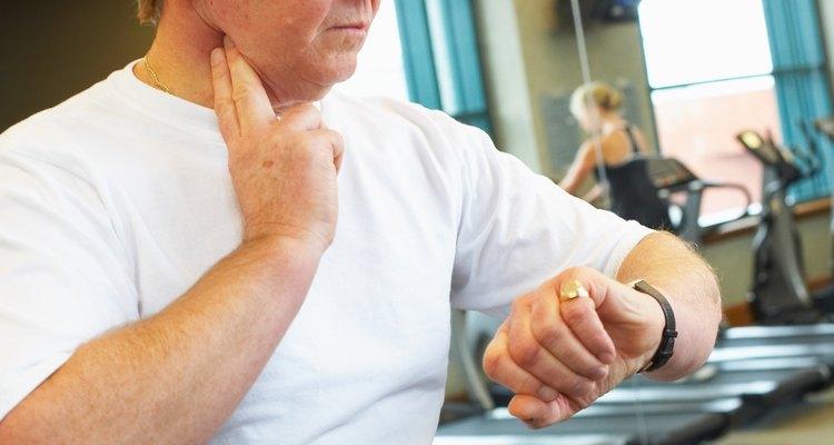 Verificar o pulso é uma forma de determinar o batimento cardíaco de uma pessoa