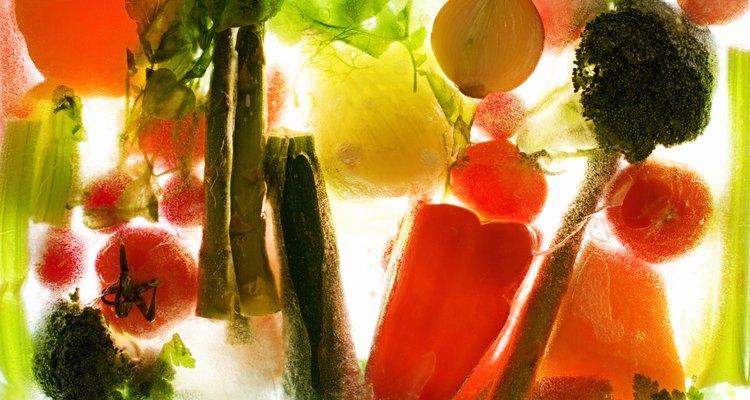 Puedes cocinar las verduras congeladas en el microondas.