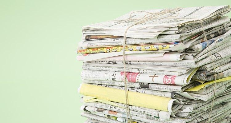 Use jornais antigos para fazer adubo para o seu jardim ou horta