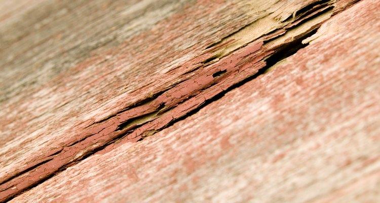 O excesso ou a falta de umidade pode produzir rachaduras em um piso de madeira
