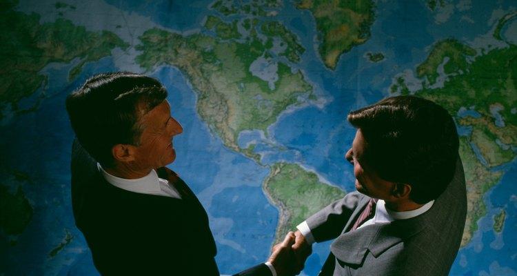 La globalización se refiere al mismo concepto, pero en distintos ámbitos.