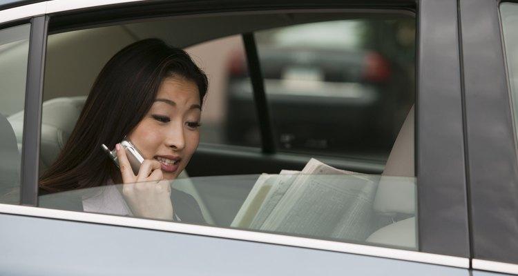 La persona de mayor rango debe subir primero al auto.