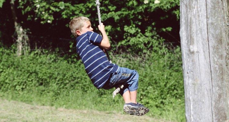 Construa sua própria tirolesa para ter horas de diversão no quintal