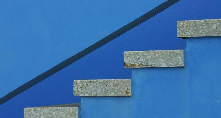 Ajusta la altura exacta vertical según la altura de piso a piso y el número de bandas en la escalera.