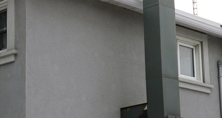 Un enfriador tiene una abertura en el exterior del edificio.