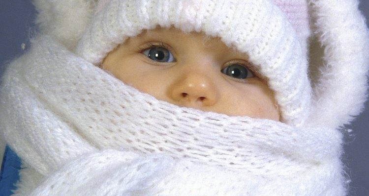 Un bebé se puede acalorar, incluso en invierno.