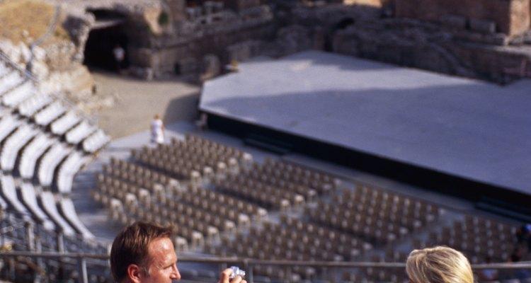 Las ruinas de los teatros que congregaron a miles de personas aún pueden apreciarse en los alrededores de Grecia.